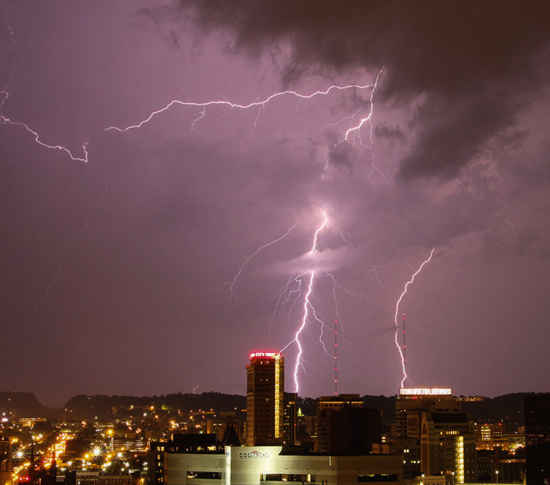 Lightning strikes city
